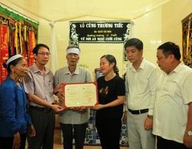 Xúc động lễ trao bằng thạc sĩ cho học viên qua đời trước ngày bảo vệ