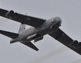 """Mỹ điều """"pháo đài bay"""" B-52 diễn tập ném bom gần căn cứ Nga"""