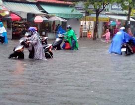 Cần Thơ mưa lớn, nhiều tuyến đường biến thành sông