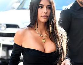 Kim Kardashian hạnh phúc sánh đôi bên chồng