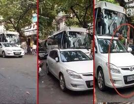 Hà Nội: Trung úy công an bị xử phạt vì đỗ xe ở ngã ba