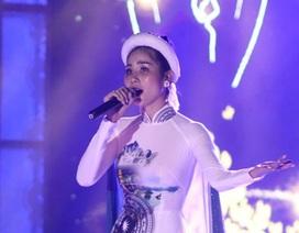 """Hoàng Hạnh nói gì khi bị chê hát """"thảm họa"""" ở Hoa hậu Trái Đất"""