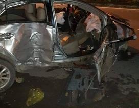 Xe khách đâm nát xe con, 3 người tử vong tại chỗ