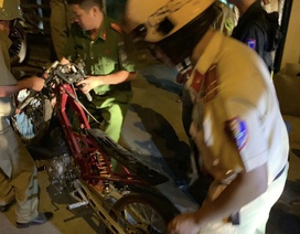 """Cảnh sát tạm giữ nhiều xe """"quái dị"""" khi đột kích bất ngờ một tiệm sửa xe"""