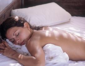 Không nên ngủ khỏa thân khi ở khách sạn