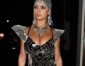 Demi Rose diện trang phục hở bạo dự tiệc Halloween