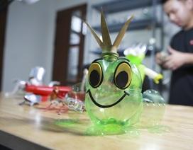 Chàng trai 9X chế tạo đồ chơi từ rác thải sinh hoạt ở Hà Nội