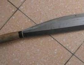 Nổi cơn ghen tại nhà bố vợ, chồng cầm 2 dao chém vợ và bạn trai vợ trọng thương