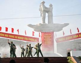 Khánh thành tượng đài Tập kết 1954 dịp kỷ niệm 65 năm ngày tiễn đoàn quân cuối cùng ra Bắc