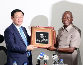 """Nigeria - Việt Nam cần phải đi nhanh hơn để """"bù lại những năm tháng chậm trễ"""""""