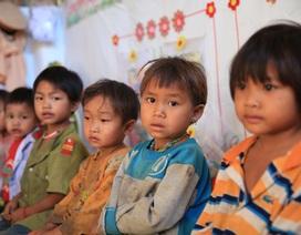 Nhói lòng những đứa trẻ vùng biên giới Việt - Lào tới lớp trong bộ dạng nhem nhuốc