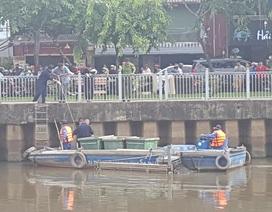 Hàng trăm người xem vớt thi thể một phụ nữ trên kênh Nhiêu Lộc- Thị Nghè