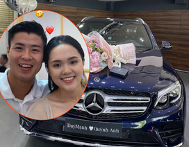 Tuyển thủ Duy Mạnh và bạn gái tậu xe hơi 2 tỉ đồng ở tuổi 23