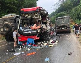 Xe khách nát bét sau cú va chạm với xe ben, 6 người bị thương