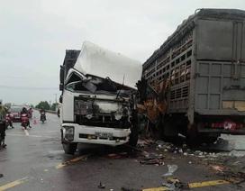 Va chạm giữa 2 xe tải, 4 người bị trọng thương
