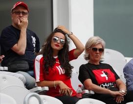 """Bà xã xinh đẹp của Xhaka """"điêu đứng"""" vì các cổ động viên Arsenal"""