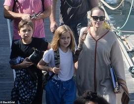 Angelina Jolie giản dị đưa các con đi chơi cuối tuần