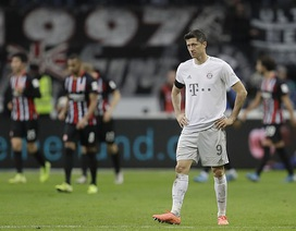 """Frankfurt 5-1 Bayern Munich: """"Hùm xám"""" thảm bại vì chiếc thẻ đỏ của Boateng"""