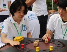 Hàng nghìn bạn trẻ thích thú trải nghiệm các mô hình toán học khác xa sách vở