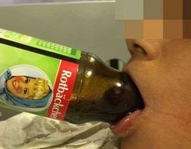 Cậu bé 7 tuổi bị kẹt lưỡi trong chai và cách xử lý xuất sắc của các bác sĩ