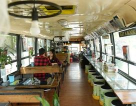 """Chiếc xe buýt bỏ đi """"biến hóa"""" thành quán cafe ấn tượng"""