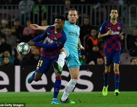 Hòa thất vọng Slavia Praha, Barcelona bị Dortmund áp sát