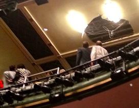 Sơ tán khán giả vì sập trần nhà hát