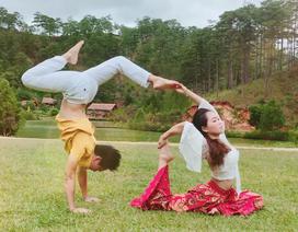 """Độc đáo màn biểu diễn của cặp vợ chồng """"vàng"""" Yoga Việt Nam"""