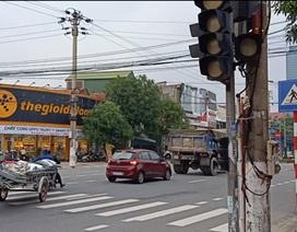 """Đèn tín hiệu giao thông """"ngủ quên"""", tính mạng người dân bị đe dọa"""