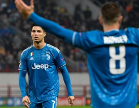 """C.Ronaldo mất kỷ lục ở Champions League vì bị đồng đội """"cướp"""" bàn thắng"""