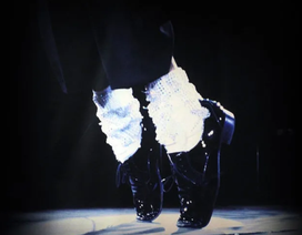"""Đôi tất Michael Jackson sử dụng khi biểu diễn vũ điệu """"moonwalk"""" có giá 2 triệu USD"""