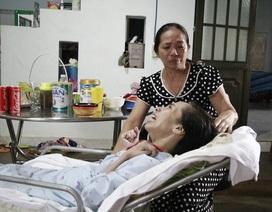 Người mẹ khóc cạn nước mắt: Trang ơi! tỉnh dậy đi con...