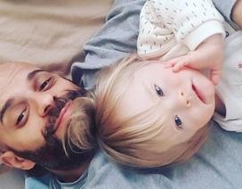 Xúc động: Người đàn ông nhận nuôi bé gái bị 20 gia đình từ chối