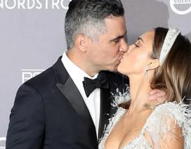 Jessica Alba hạnh phúc hôn chồng trong sự kiện
