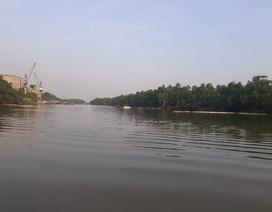 Vỡ đường ống dẫn tại công ty xi măng Chinfon, gần chục khối dầu tràn ra sông