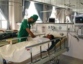 Bảo vệ bệnh viện bị thanh niên lạ mặt đâm trọng thương