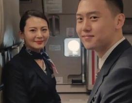 Khách nhí bất ngờ trở thành đồng nghiệp của nữ tiếp viên hàng không sau 15 năm