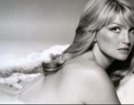 """Cựu """"Bond girl"""" suy sụp khi bị chồng kém tuổi bỏ rơi"""