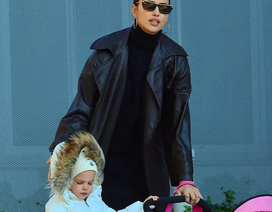 Siêu mẫu Irina Shayk đưa con gái cưng ra phố
