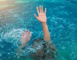 """2.700 trẻ em Việt tử vong mỗi năm vì đuối nước, dạy kỹ năng """"bơi sống"""" cho trẻ"""