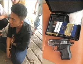 Bắt hai thanh niên thủ súng đạn, ma túy trong khách sạn