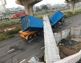 Vừa lắp xong, dầm bê tông cầu bộ hành bị xe container kéo sập