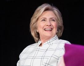 """Bà Hillary Clinton bỏ ngỏ khả năng """"tái đấu"""" với ông Trump"""