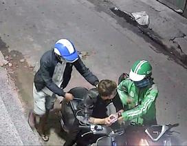 Thanh niên bị cướp dí dao, xịt hơi cay lấy xe máy, điện thoại