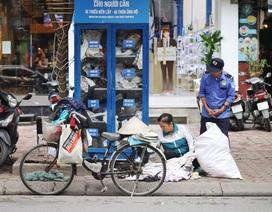 Ấm lòng với loạt tủ đồ miễn phí xuất hiện trên nhiều tuyến phố ở Hà Nội
