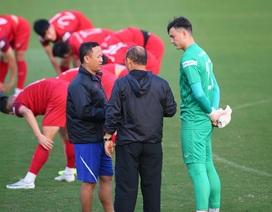 HLV Park Hang Seo gặp riêng Văn Lâm, tuyển Việt Nam rạng rỡ chờ đấu Thái Lan