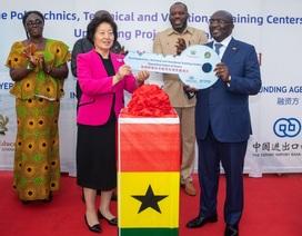 Tranh cãi quốc gia châu Phi đổi bô-xít lấy tiền xây đường từ Trung Quốc
