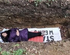 Ứng phó với căng thẳng thi cử bằng cách thiền trong… mộ