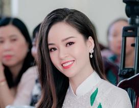 """Hoa khôi Thanh Tú xinh xắn làm giám khảo """"nét đẹp nhà giáo"""""""