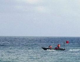Nhóm học sinh lớp 8 bị sóng biển cuốn trôi, 3 người chết và mất tích